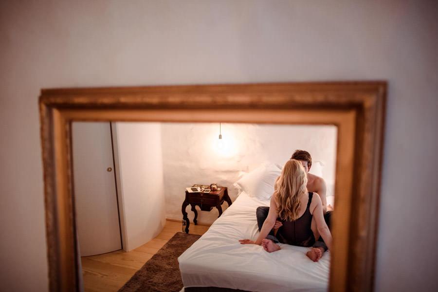 sessao livraria lello fotografia namoro porto portugal acordar juntos luta almofadas pequeno almoco cama