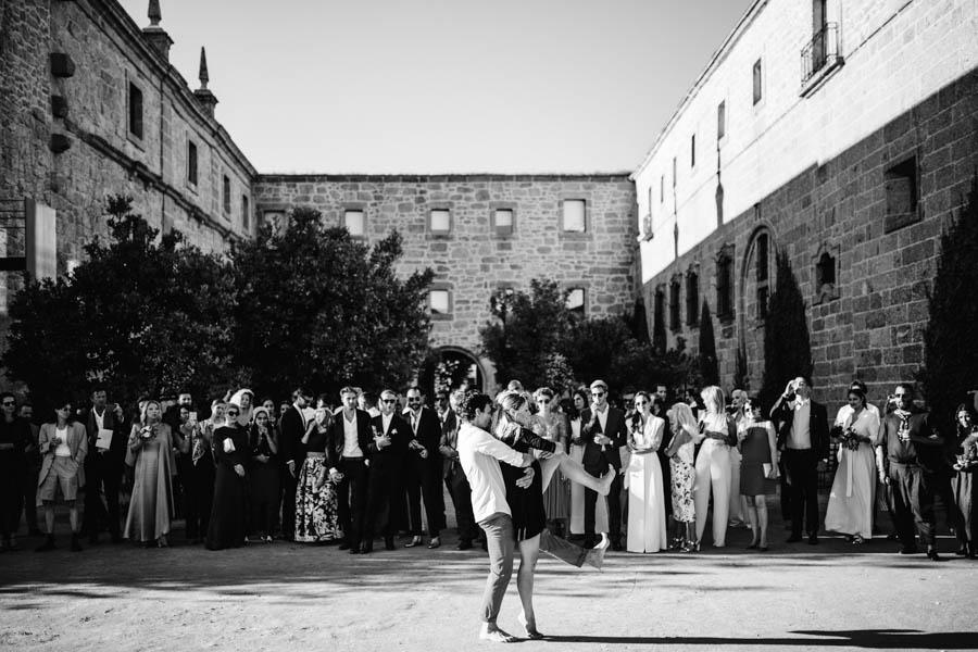 casamento gerês bailado contemporâneo feito por amigos com noivos e convidados a assistir