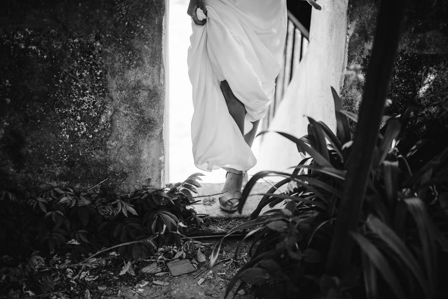 quinta de santana noiva sobe escada pé e vestido