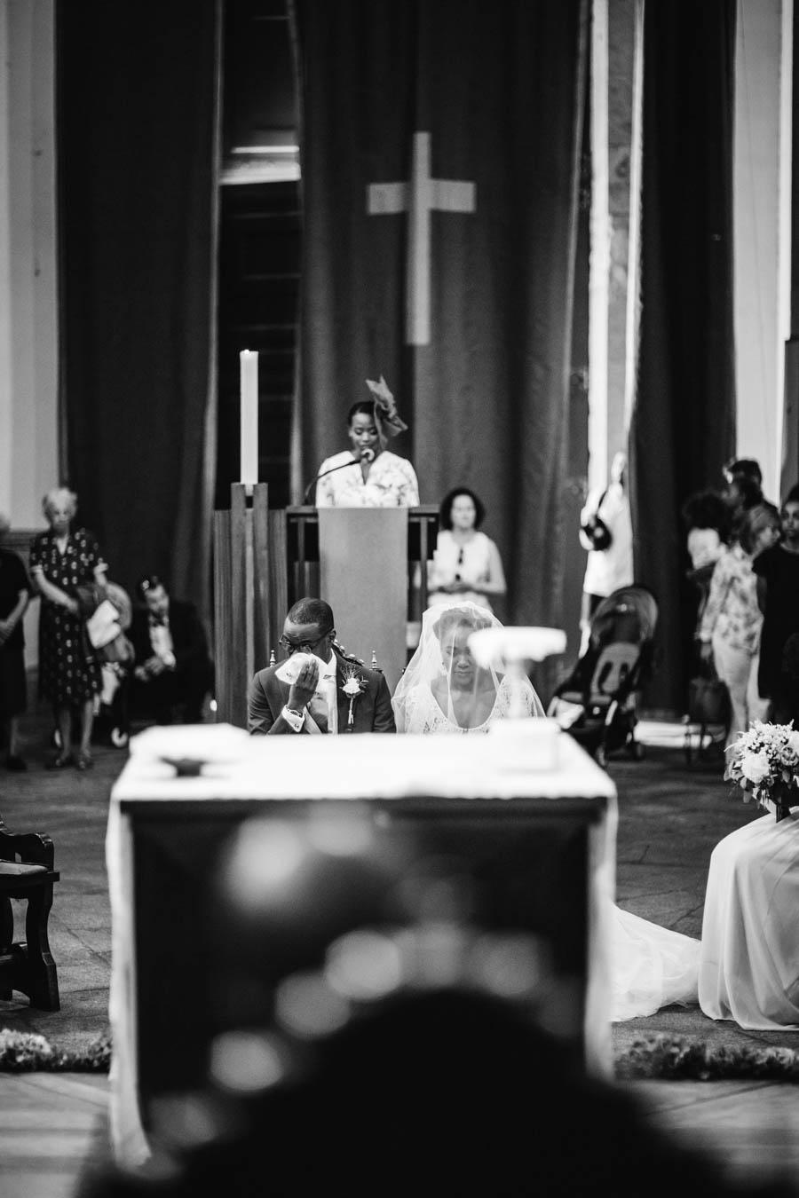 quinta da Torre Bella casamento na igreja da serra do pilar noivo chora durante leitura das escrituras