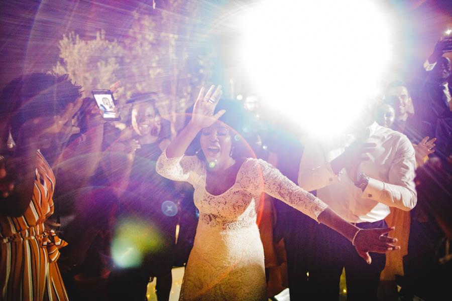 quinta da Torre Bella festa e baile de noiva e amigos com flare de luz