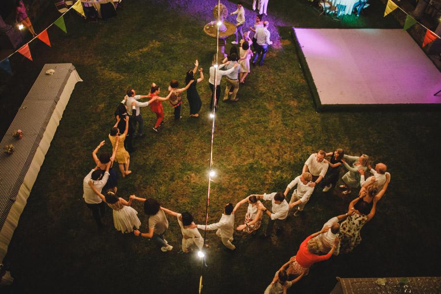 fotografia de casamento Mosteiro de Landim danca do comboio
