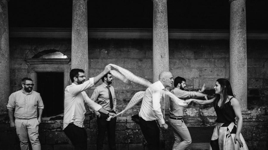 fotografia de casamento Landim convidados a dancar