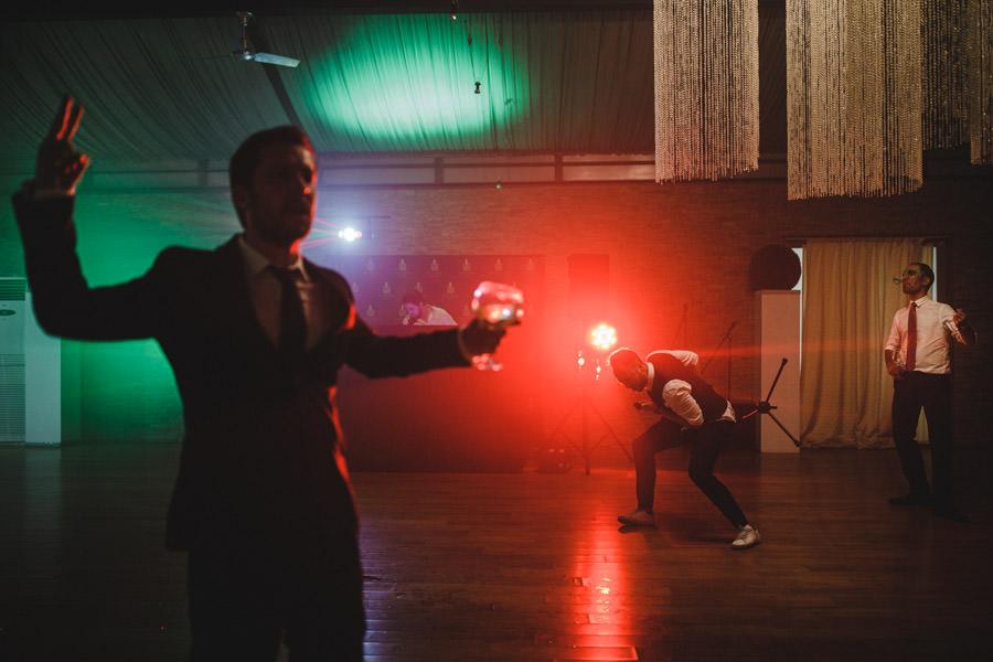 fotografia de casamento pista de danca com convidados