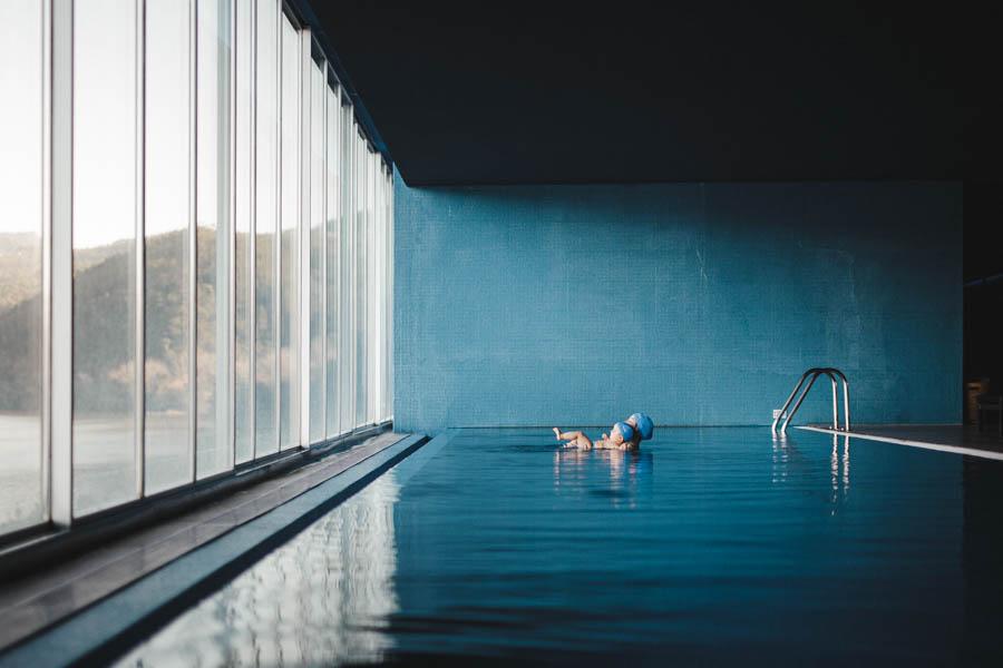 Fim de semana no SPA Douro fotografia documental familia azul piscina natacao infantil