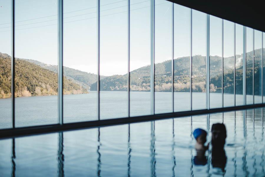 Fim de semana no SPA Douro fotografia documental familia continuidade rio piscina vista vale metrica janela