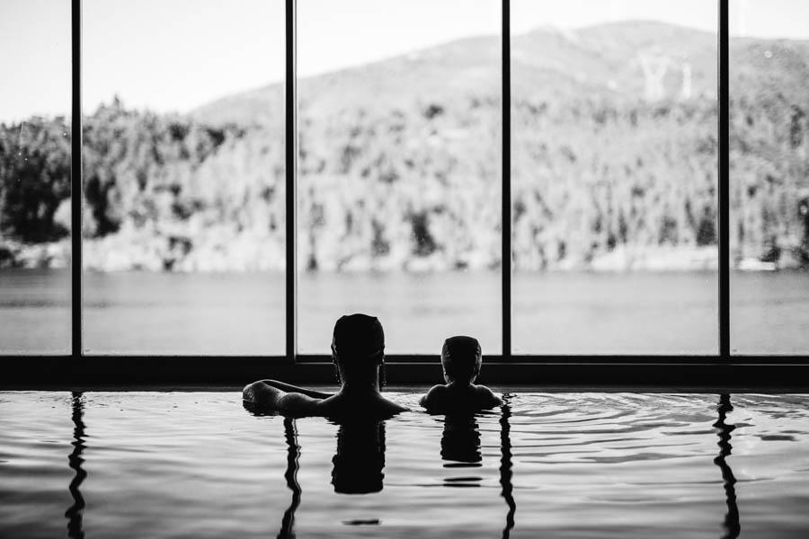 Fim de semana no SPA Douro fotografia documental familia simetria pai e filho continuidade piscina rio