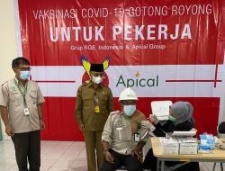 Apical Group Gelar Vaksinasi Gotong Royong Karyawannya di Dumai