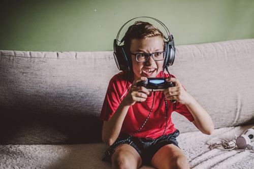 enfant-passionné-jeux-vidéo