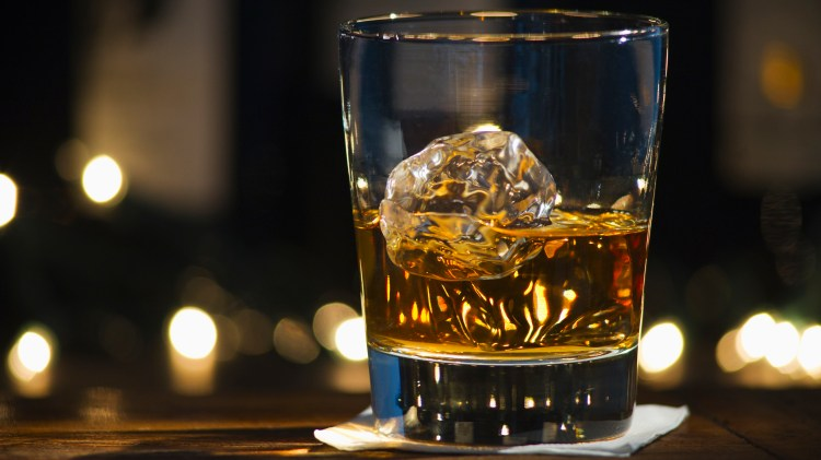 Bourbon vs Whiskey: The difference between bourbon and whiskey