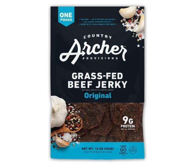 Een zak Country Archer Grass-Fed Beef Jerky.