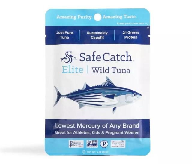 Een zakje Safe Catch Elite Wild Tuna.
