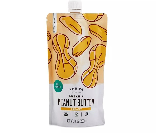 Een zakje Thrive Market Organic Creamy Peanut Butter.