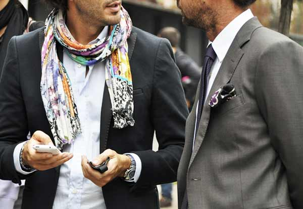 Airport-Fashion, men at scarves