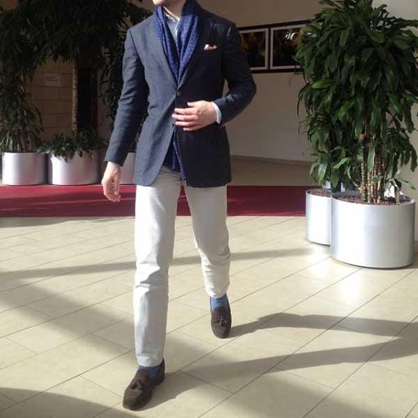 Blue blazer - white trousers