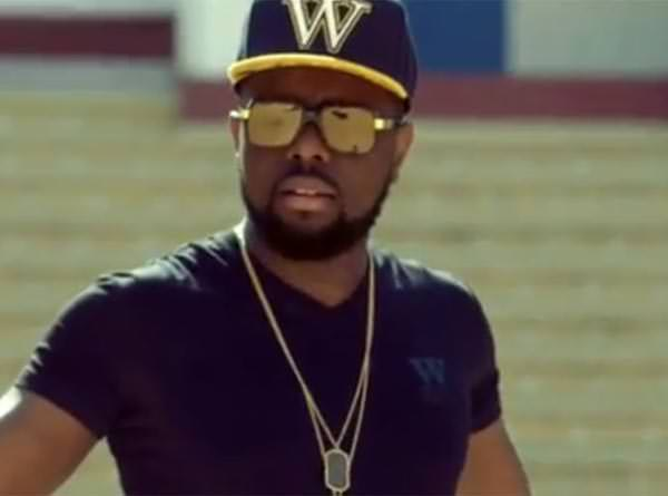 maitre gimes in the Bella video clip with wati b clothing