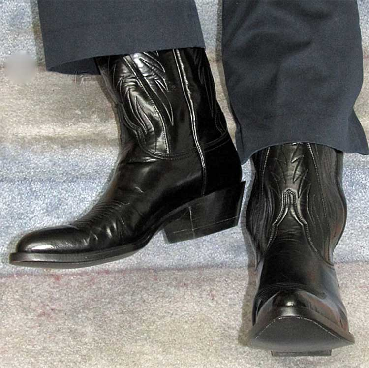 cowboy-boots-with-trousers