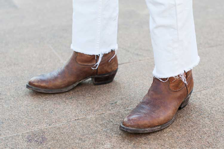 cowboy-boots-with-white-denim