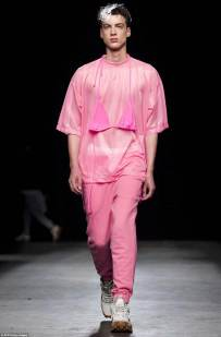 29928ED700000578-3121885-A_model_walks_down_the_runway_for_Christopher_Shannon_wearing_a_-a-46_1434132143347