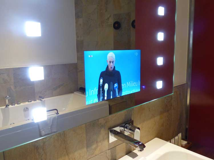 mainport-hotel-rotterdam-bathroom-TV