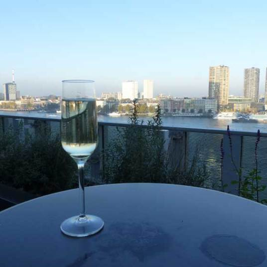 nhow-rotterdam-cava-for-breakfast