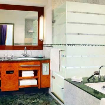 hotel-fuerstenhof-bathroom
