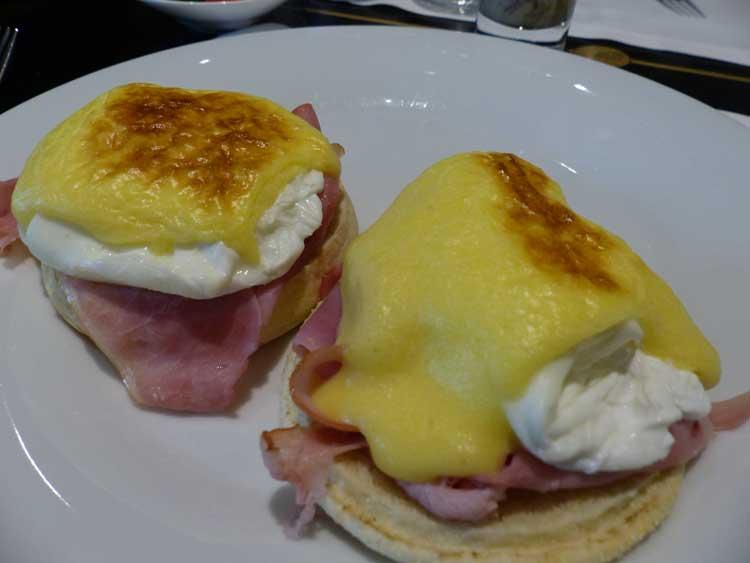 Hilton-Amsterdam-2016.jpg-Breakfast-Eggs-Benedict