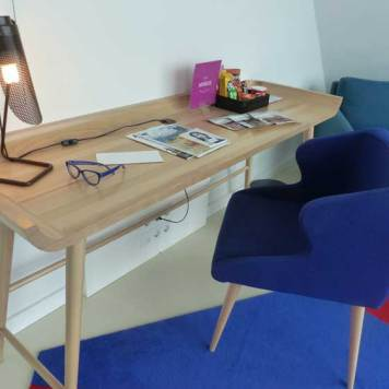 RoomMate-Aitana-MenStyleFashion.jpg-Executive-Queen-wood-desk