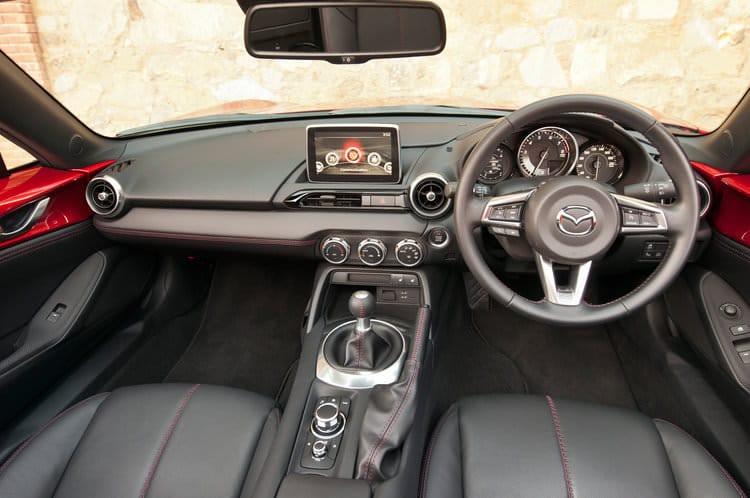 rsz_2016-mazda-mx-5-miata-right-hand-drive-interior
