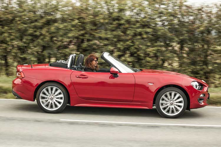Fiat 124 Spider Lusso Driven – Fun & Stylish