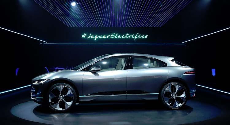 jaguar-electrifies-ipace-concept-car-5
