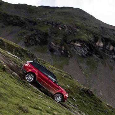range-rover-sport-downhill-alpine-ski-challenge-10