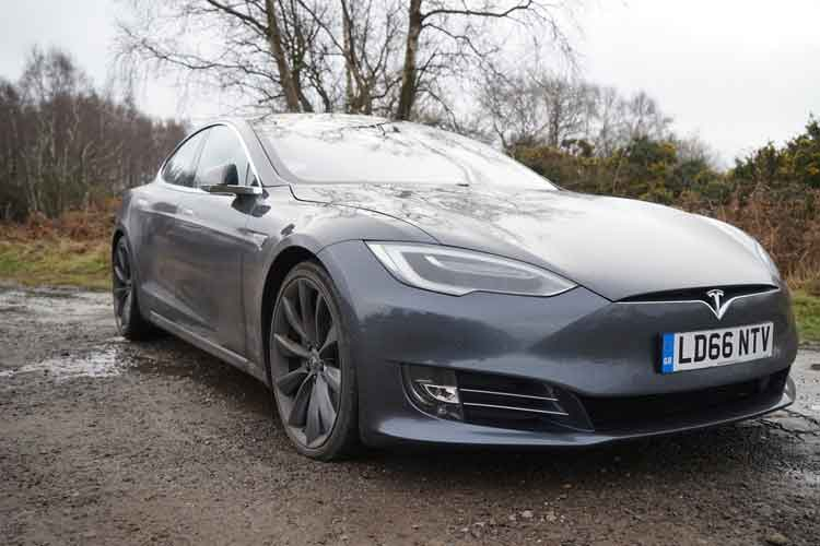 Tesla Model S 90D – The All-Electric Driving Experience