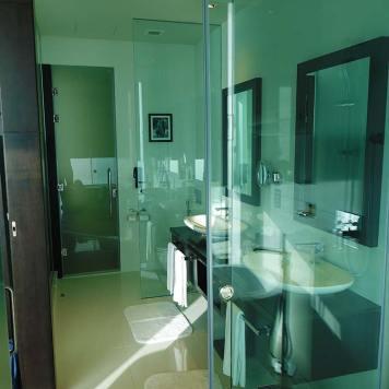 Movenpick Colombo Bathroom 2