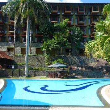 Earl's Regency Hotel - Kandy Jungle Swimming pool MenStyleFashion 2017 (4)