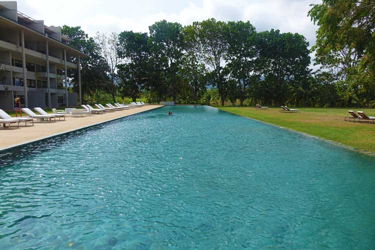 Jetwing Lake Hotel Dambula Sri Lanka Review - swimming pool