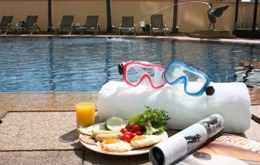 Copthorne-waterfront-swimming-pool-2