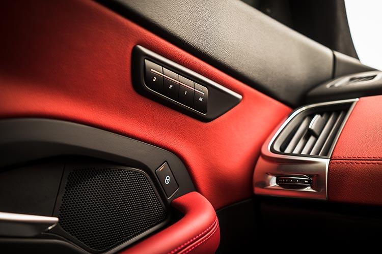 Jaguar E-Pace HSE 300PS R-Dynamic Review interior