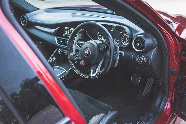 Alfa Romeo Giulia MenStyleFashion 2019