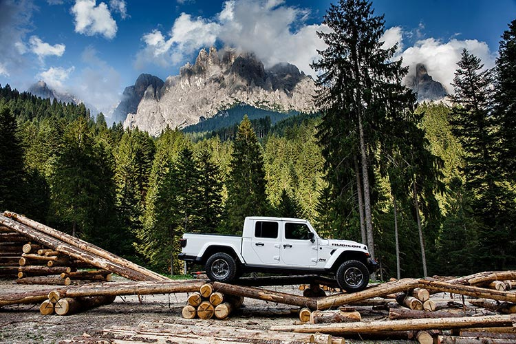 Jeep Gladiator in action at the Obstacle course