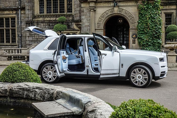 Rolls Royce Cullinan SUV MenStyleFashion 2019 Artic White United Kingdom (1)