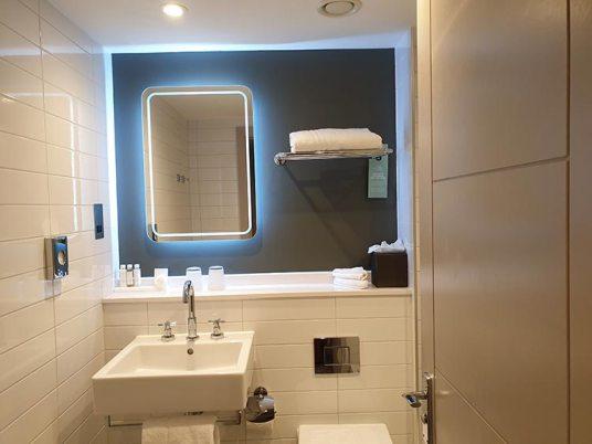 White Company toiletriesStrand Palace Hotel - Central London Reviewed menstyelfashion 2019 (8).