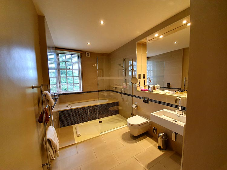ensuite bath Brockencote Hall Hotel review menstylefashion Worcestershire 2020 (8)