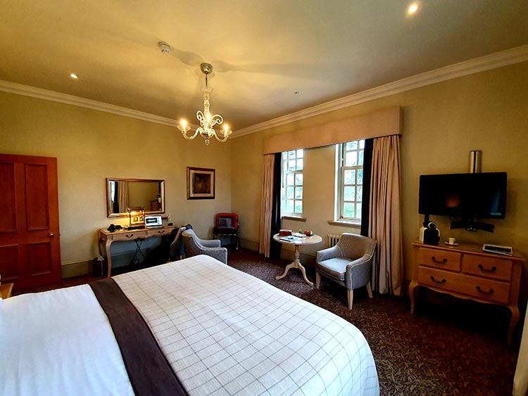 Brockencote Hall Hotel Worcesthire menstylefashion review 2020 (2)