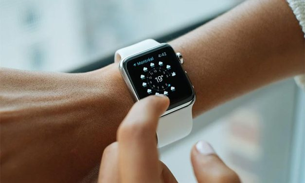 Traditional Vs Smartwatch: Which Is Best For You?