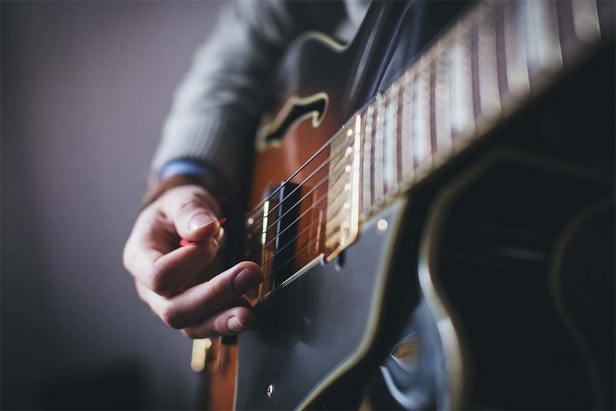 learn to play a guitar