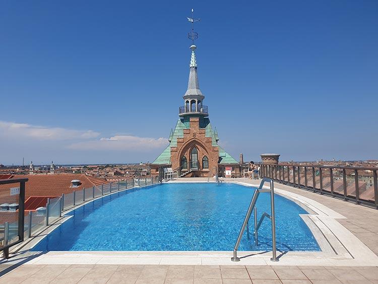 Hilton Molino Stucky. Venice 2020 swimming pooljpg (1)