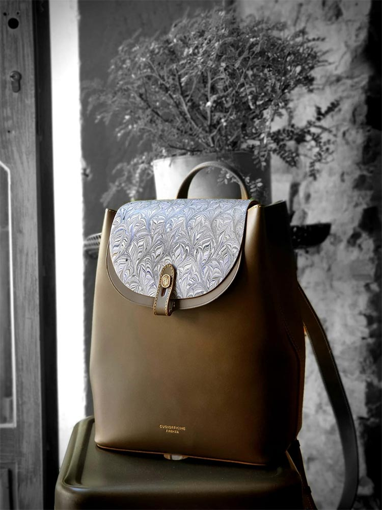 Cuoiofficine Florence italy olive green backpack Gracie Opulanza Ufizzi gallery Florence Italy 2020 (5)