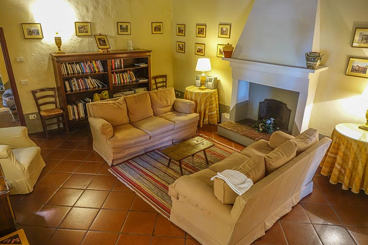 lounge room Fattoria Mansi Bernardini - Villa Casa Maria Reviewed Rooms 2020 (17)