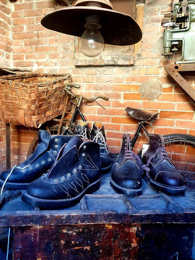 Fratelli Borgioli Shoes - Handcrafted In Italy leather made in Italy 2021 MenStyleFashion (7) museum